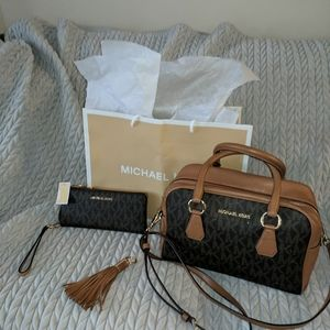 Authenic Michael Kors Jet Set Handbag